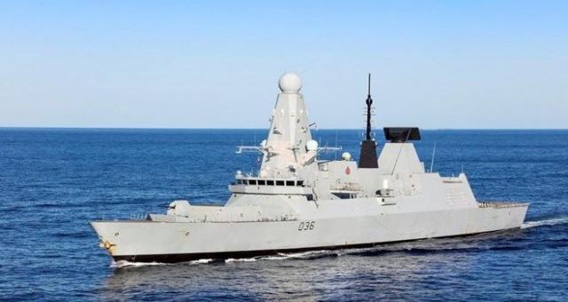Rusya, İngiliz gemisine ateş açtı