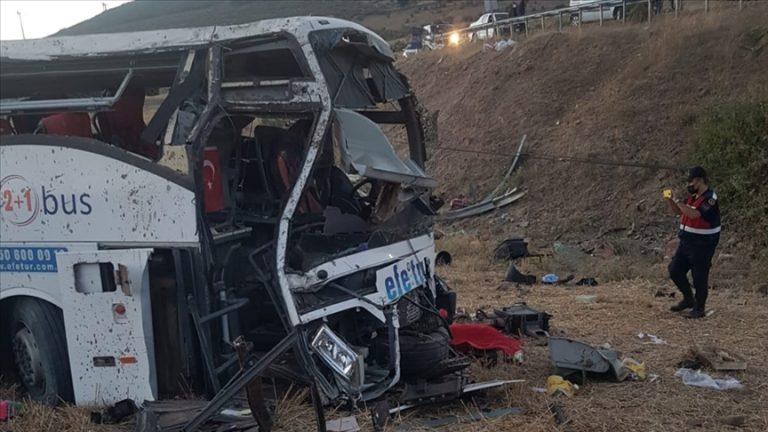 Balıkesir'de yolcu otobüsü devrildi: 14 kişi öldü, 18 kişi yaralandı