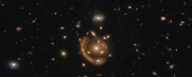 NASA Dünya'dan 3,4 milyar ışık yılı uzaklıkta bir 'Einstein halkası' görüntüledi