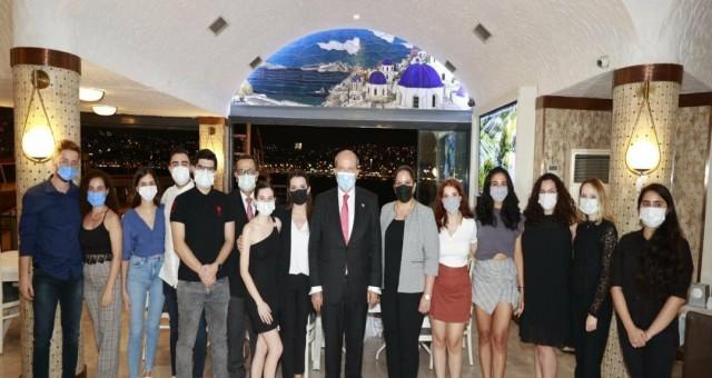 Tatar,İzmir'de KKTC'li öğrencilerle bir araya geldi