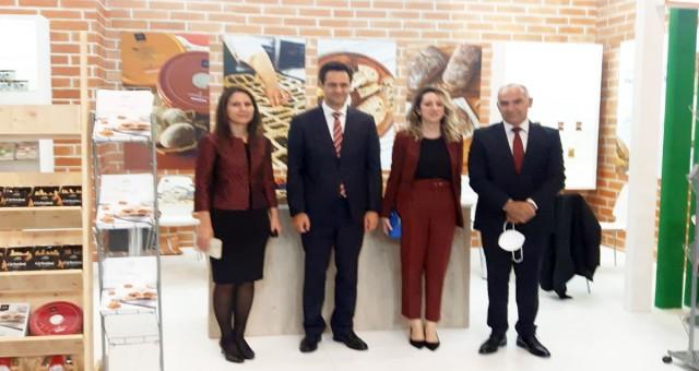 Türkiye'nin Köln Başkonsolosu'ndan KKTC standına ziyaret