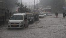 Hindistan'da şiddetli yağışlar can aldı!